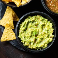 Learn to make Best Guacamole recipe from scratch with easily available ingredients. Making this authentic Mexican Guacamole takes 5 minutes. Quick Guacamole Recipe, Mexican Guacamole Recipe, Mexican Avocado, How To Make Guacamole, Recipe From Scratch, Recipe For 4, Indian Food Recipes, Ethnic Recipes, Fotografia