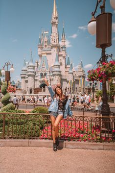 Discover recipes, home ideas, style inspiration and other ideas to try. Disneyland Photography, Disneyland Photos, Disneyland Outfits, Hongkong Disneyland Outfit, Disneyland Outfit Summer, Disney Outfits, Disney World Pictures, Cute Disney Pictures, Disney Poses