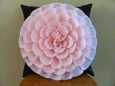 Felt Flower Pillow, Felt Pillow, Diy Pillows, Decorative Pillows, Throw Pillows, Diy Arts And Crafts, Diy Craft Projects, Fabric Covered Canvas, Make Your Own Pillow