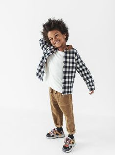 Thick corduroy trousers with a waistband and adjustable drawstrings. Kids Fashion Boy, Little Fashion, Toddler Fashion, Outfits Niños, Baby Boy Outfits, Look Zara, Kids Clothes Boys, Carters Baby Girl, Baby Girls