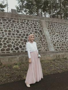 Ootd Hijab, Girl Hijab, Hijab Outfit, Hijab Fashion Inspiration, Tutu Outfits, Islam, Kebaya Muslim, Ootd Fashion, Aurora