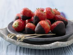 Schoko-Erdbeeren - mit Kardamom - smarter - Kalorien: 130 Kcal - Zeit: 20 Min.   eatsmarter.de