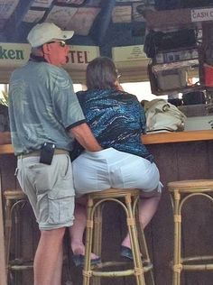 How To Pick Up Girls at a Bar. Just Take Your Hand and Stick It Down Her Pants. ---- hilarious jokes funny pictures walmart humor fails