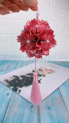 creative crafts let's do together!😘😘😍😍 Cool Paper Crafts, Paper Flowers Craft, Paper Crafts Origami, Diy Flowers, Paper Flower Garlands, Handmade Flowers, Tissue Paper Decorations, Paper Wall Decor, Origami Paper Folding