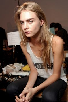 Cara Delevingne looks amazing even without makeup! Most Beautiful Models, Beautiful Women, Beautiful Clothes, Cara Delevingne Style, Cara Delevingne Without Makeup, Mode Streetwear, Thinspiration, Pretty People, Singer