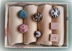 Cómo hacer una caja expositora de anillos.  http://dondelohascomprado.blogspot.com.es/2014/10/caja-para-anillos.html