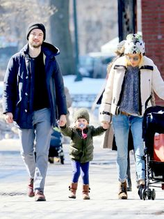 Tom Sturridge and Sienna Miller with their daughter, Marlowe. (March 2015)