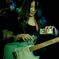 Female Guitarist, Cute Icons, Aesthetic Wallpapers, My Idol, Dan, Indie, Celebs, Flower, Music
