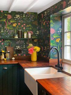 Coloured kitchen ideas - kitchen colour schemes | House & Garden Kitchen Interior, New Kitchen, Kitchen Decor, Kitchen Ideas, Design Kitchen, Kitchen Wall Paper Ideas, Swedish Kitchen, Kitchen Colour Schemes, Kitchen Colors
