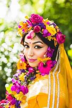 Beautiful bridal makeup & floral hair piece #bengali #indian #shaadi #wedding #southasian #shaadi #belles | courtesy Tobiah Tayo Photography | for more inspiration visit www.shaadibelles.com