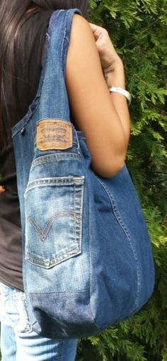 Fantastic Pic Ideas sewing for beginners upcycle jeans Strategies I love Jeans ! And much more I want to sew my own personal Jeans. Next Jeans Sew Along I'm likel Denim Handbags, Tote Handbags, Tote Bags, Jean Purses, Denim Purse, Denim Ideas, Denim Crafts, Recycled Denim, Fabric Bags