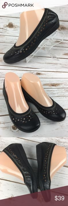 TAOS Untold Size 36 Leather Shoes Flats US 5-5.5 These shoes are in very good, lightly worn condition. EU 36 or a US 5 - 5.5 * Minor scuffs, scratches and marks from wear. Please see pics for more details (: TAOS Shoes Flats & Loafers