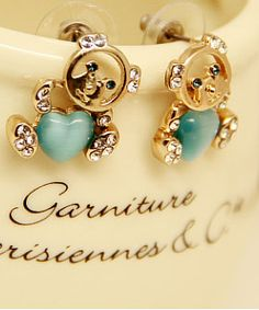 http://www.aliexpress.com/store/product/2013-lovely-eye-stud-earring-accessories-womens-fashion-cartoon-accessories-mm-anti-allergic/239061_1412008612.html Find More Information about Brand Blue Korea Gold Plated Cute Animal Crystal Stud Earringsl for Women 2014 New Fashion Jewelry Accessories Wholesale,High Quality earring accessories,China earring crystal Suppliers, Cheap accessories necklace from Hawaii Arts Jewelry
