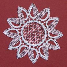 cvet sončnice Bobbin Lace Patterns, Lace Making, Lace Flowers, Lace Design, Mandala, Crafts, Bobbin Lace, Crochet Table Runner, Bobbin Lacemaking