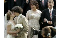 Montreal 28/05/05. Justin Trudeau kisses Sophie Gregoire as his mother Margaret Trudeau and his brother Sasha Trudeau after their wedding in Montreal in Saturday.