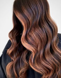 We've got tons of summer hair inspiration, from caramel-kissed brunettes to honey-dripped blondes to rose quartz-inspired brown. Get to scrolling, pinning, and swooning—these are the most stunning summer highlights. Fall Balayage, Ash Blonde Balayage, Red To Blonde, Hair Color Balayage, Hair Color Purple, Fall Hair Colors, Cool Hair Color, Brown Hair Colors, Golden Blonde Highlights