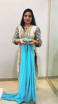 Fancy Blouse Designs, Saree Blouse Designs, Blouse Styles, Diy Fashion Hacks, Fashion Outfits, Fashion Tips, Kerala Traditional Saree, Long Gown Design, Saree Designs Party Wear