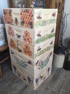 Bee Hives Boxes, Bee Boxes, Honey Bee Hives, Honey Bees, Bee Pictures, Bee Painting, Buzzy Bee, Bee Farm, Backyard Beekeeping