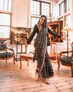 51 Majestic Bridal Sarees From Ace Designers To Make You Shine Like A Diva At Your Nuptials - Saree Styles Saree Draping Styles, Saree Styles, Ethnic Sarees, Indian Sarees, Indian Attire, Indian Ethnic Wear, Lehenga, Anarkali, Churidar