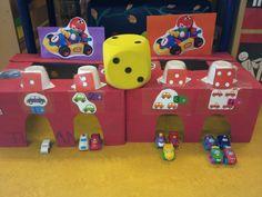 Rekenspel tijdens thema verkeer, gemaakt met bananendozen. Mijn klas 2014 Transportation Unit, Math Games For Kids, School Themes, Reggio, Kindergarten, Preschool, Projects To Try, Garage, Autos
