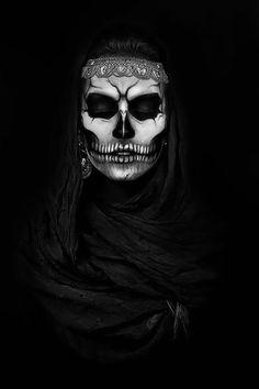 Elisa DeadMeat (by Alessia Marino) Makeup: Anna Olivieri [body paint] [skull] Sugar Skull Makeup, Sugar Skull Art, Sugar Skulls, Maquillage Halloween, Halloween Makeup, Dark Beauty, Fantasy Makeup, Fantasy Art, Arte Obscura