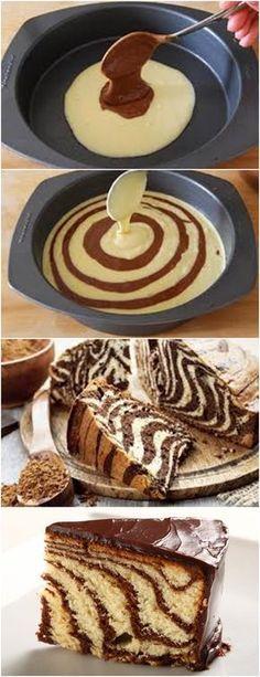 BOLO ZEBRA,MUITO FÁCIL DE PREPARAR!! VEJA AQUI>>>Bata as claras em neve e junte 1/2 xícara de açúcar até ficar com picos bem firmes. Em uma outra tigela bata as gemas com a outra 1/2 xícara de açúcar e junte a água, batendo até ficar espumoso. #receita#bolo#torta#doce#sobremesa#aniversario#pudim#mousse#pave#Cheesecake#chocolate#confeitaria
