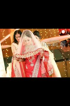 Love the veil on this desi bride. Goes perfectly with her look!