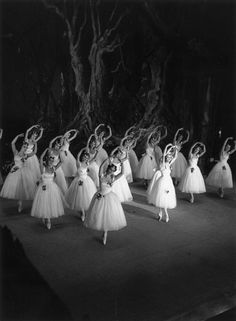 Gorgeous Vintage Photographs Of Ballet Dancers - A performance of Giselle at Drury Lane in London, 1937.