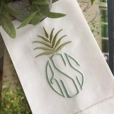 The detail of this single initial horsebit linen tea towel is luxurious! Monogram Towels, Monogrammed Napkins, Monogram Fonts, Monogram Letters, Free Monogram, Monogram Styles, Embroidery Monogram, Embroidery Designs, Wedding Embroidery