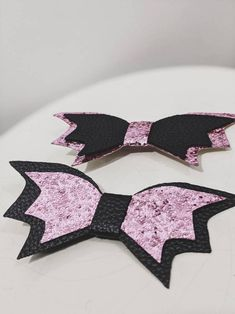 Halloween Hair Clips, Barrette Clip, Handmade Hair Bows, Jewelry Trends, Favorite Things, Aesthetics, Hair Accessories, Pink, Leather