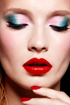 Pastel eyes, red lips!  I wish I could do this kind of makeup :)