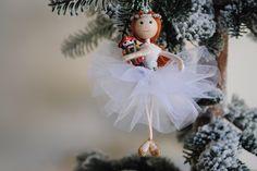 Clara Notenkraker-ballet opknoping kerst ornament, miniatuur christmas pop wit door OnASummerday op Etsy https://www.etsy.com/nl/listing/484460219/clara-notenkraker-ballet-opknoping-kerst