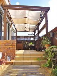 木製の屋根付きパーゴラ