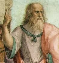 Platão - 427 aC e 347 aC. A Teoria das Ideias ou Teoria das Formas afirma que formas (ou ideias) abstratas não-materiais (mas substanciais e imutáveis) é que possuem o tipo mais alto e mais fundamental da realidade e não o mundo material mutável conhecido por nós através da sensação. O  conhecimento é crença verdadeira justificada. Para que a justiça tenha alguma validade, ela terá que ser uma virtude e, portando, contribuidora de modo constitutivo para a boa vida de quem é justo.