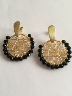Wire Jewelry Designs, Handmade Wire Jewelry, Jewelry Design Earrings, Ear Jewelry, Diy Earrings, Cute Jewelry, Beaded Jewelry, Jewellery, Beaded Earrings Patterns
