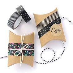 Con tubos de cartón puedes envolver regalos con washi tape de cajas