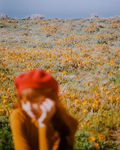 California is having a super bloom this year because of all the rain we received, and the images I've seen from socal look incredible. I'm feeling so inspired by wildflowers and flowers in general and wanted to share some of my favorite photos with you. Retro Aesthetic, Aesthetic Photo, Aesthetic Pictures, Aesthetic Girl, Selfie Foto, Photographie Portrait Inspiration, Film Photography, Photography Flowers, Photography Ideas