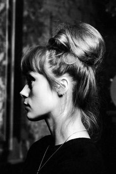 2 ou 3 choses . . . Catherine Deneuve, Holiday Hairstyles, Bun Hairstyles, Pretty Hairstyles, Love Hair, Great Hair, Gorgeous Hair, Twiggy, About Hair