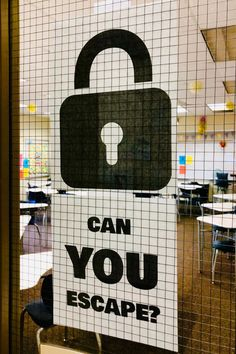 Escape Rooms in the Classroom - ESCAPE ROOMS! Read this post to get tips on planning a successful escape room in your classroom! Escape The Classroom, Social Studies Classroom, Middle School Classroom, Classroom Games, Classroom Organization, Science Classroom, Future Classroom, Middle School Games, Middle School Reading