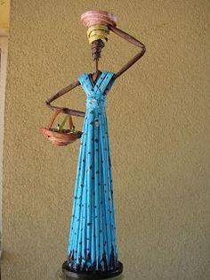 : African woman made of paper de papel reciclado Diy Crafts Hacks, Diy Arts And Crafts, Cute Crafts, Recycled Paper Crafts, Paper Bag Crafts, Rolled Paper Art, African Paintings, African Dolls, African Crafts