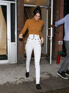 Kendall Jenner en col roulé A.L.C. et jean Isabel Marant à New York en septembre 2015