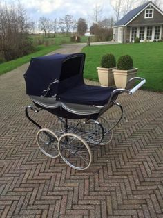 Vintage Pram, Prams And Pushchairs, Dolls Prams, Baby Prams, Baby Carriage, Baby Kind, Vintage Advertisements, Baby Strollers, Miniature