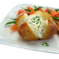 Gepofte aardappel op de bbq met zure room!