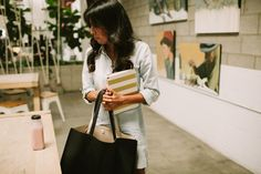 What to Bring to an Interview - No need for extra interview jitters. This is EXACTLY what you should pack in your bag.
