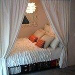 Mała sypialnia we wnęce