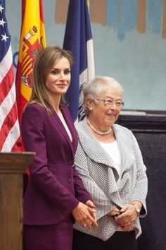 """Queen Letizia visited the public school """"Dos Puentes"""" in Harlem, which implements curriculum in Spanish and English."""