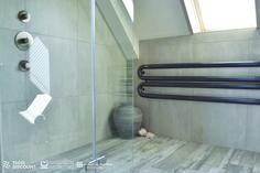 Inloopdouche Met Inbouwkraan : Badkamer inloop douche rvs inbouwkraan betonlook tegel mozaïek