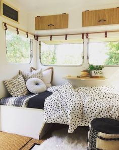 caravan interior 152840981091033490 - When you're being woken up at by your two year old, you just wanna go back to bed…. if only I could crawl into Goldie for a sneaky… Source by uglyducklingdiy Diy Campervan, Renovation Design, Interior, Home, Remodeled Campers, Small Bedroom, Vintage Caravan Interiors, Camper Living