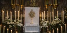 VATICAN CITY — Immersing oneself in silent Eucharistic adoration is the secret to knowing the Lord, Pope Francis said on Thursday morning at Holy Mass in the chapel of his residence at Santa Marta.…