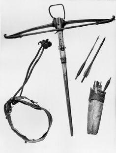 crossbow /bolt/quiver (circa. 1500)  via IronLight ~ https://twitter.com/iron_light